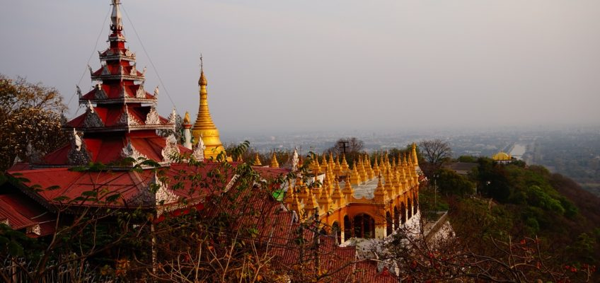 Mandalay Moments : A City Guide