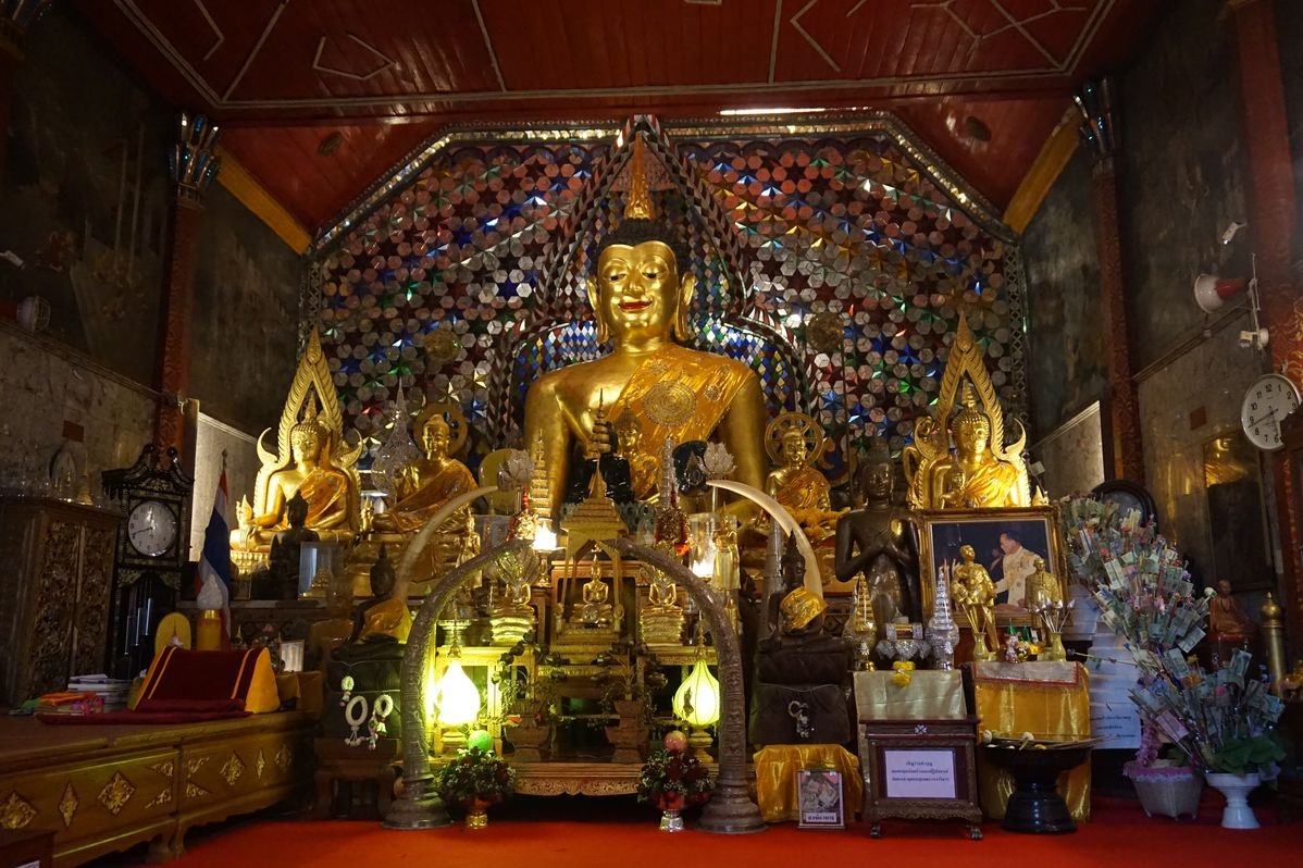 chiang mai buddhas