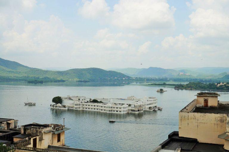 rajasthan udaipur water castle